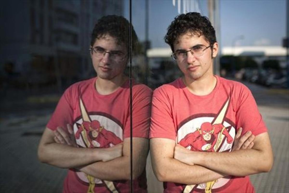 El joven Álex Salinas, que no podrá ser padrino de su sobrino de siete meses, fotografiado ayer en Cádiz.