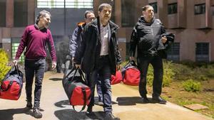 Pla general de Jordi Cuixart  Josep Rull  Jordi Sanchez i Oriol Junqueras sortint de la preso de Lledoners durant el seu trasllat a Madrid pel judici de l 1-O l 1 de febrer de 2019 (Horitzontal) Generalitat de Catalunya ACN
