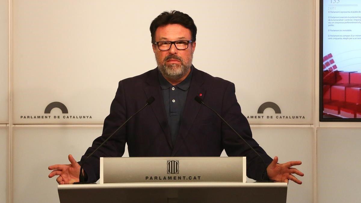 Joan Josep Nuet, en una rueda de prensa en el Parlament.