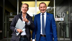 Alice Weidel (L) and AfD co-president Tino Chrupalla