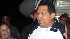 El president de Veneçuela, Hugo Chávez, al tornar de Cubaa l'aeroport Simon Bolívar, a Caracas, avui.