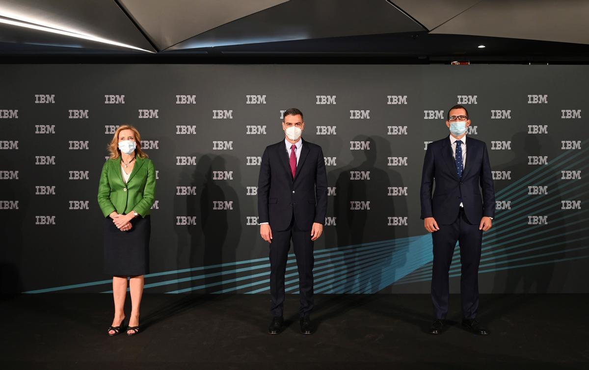 El presidente del Gobierno, Pedro Sánchez, visita las instalaciones de IBM.