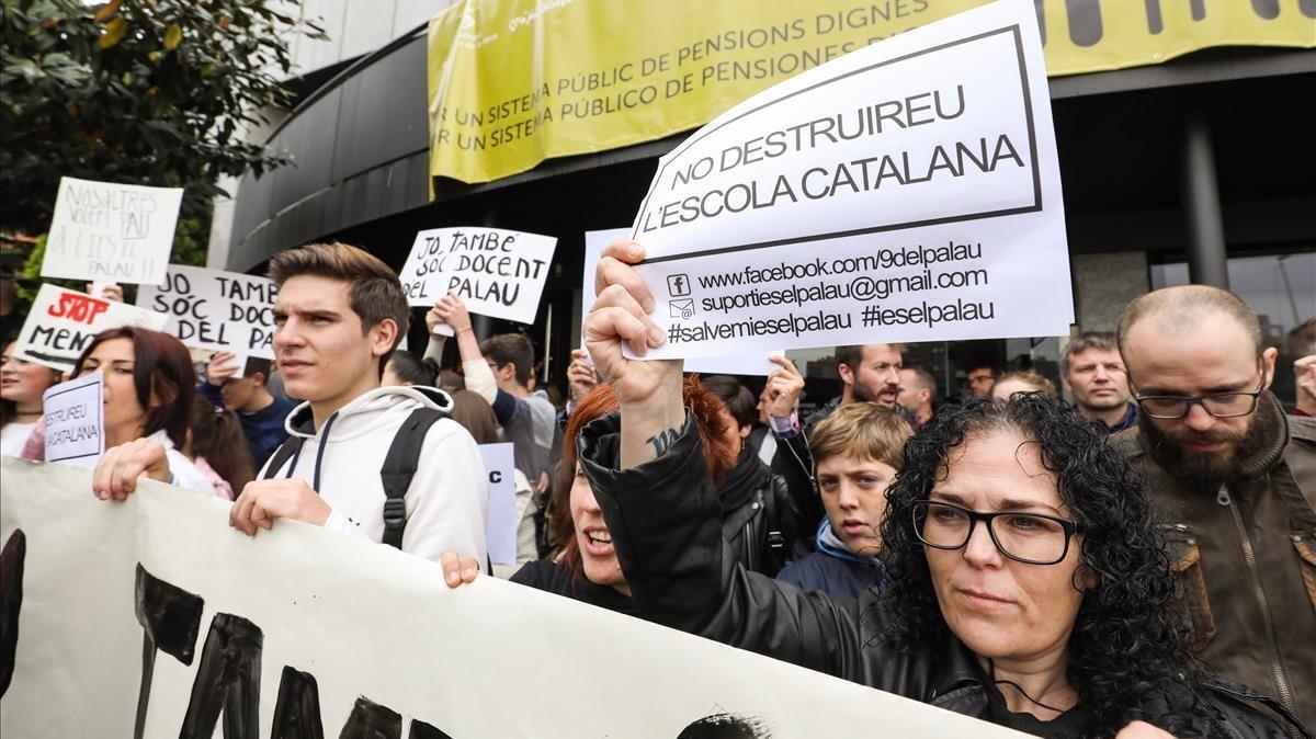 Manifestación en solidaridad de los profesores del IES Palau, en Sant Andreu de la Barca.