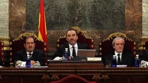 Elmagistrado Manuel Marchena, junto a los jueces Andrés Martínez Arreietay Juan Ramón Berdugo, en el Tribunal Supremo.