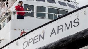 Òscar Camps, el lunes 14 de enero, en el Puerto de Barcelona, a bordo del 'Open Arms'.