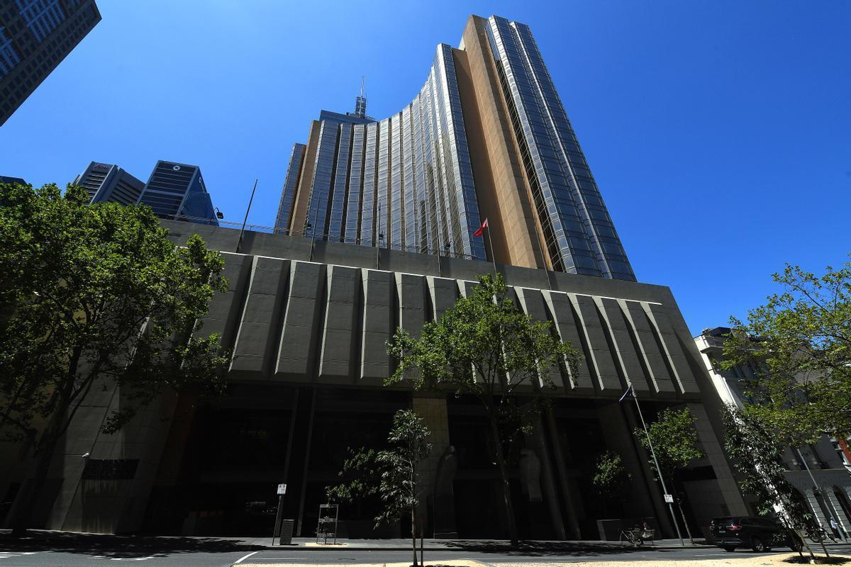Foto de la fachada del hotel de Melbourne donde están aislados los tenistas.