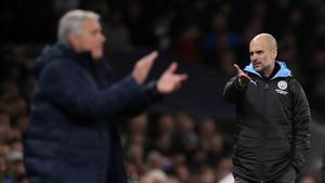 Mourinho y Guardiola, en un partido de la Premier.