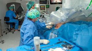 Intervención quirúrgica en el Hospital de Bellvitge.
