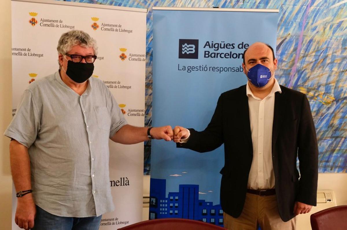 El alcalde de Cornellà, Antonio Balmón, con Rubén Ruiz, director general de Aguas de Barcelona
