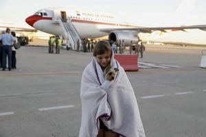 Españoles afectados por el huracán 'Irma' a su llegada hoy a la base aerea de Torrejón de Ardoz.