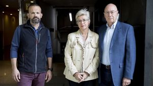 Los padres de Mónica, a la derecha, y su marido, esta semana.