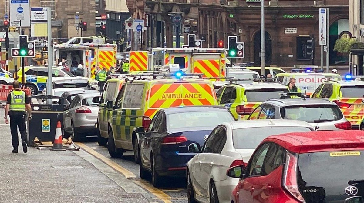Tres morts i almenys sis ferits en un atac amb arma blanca en un hotel de Glasgow