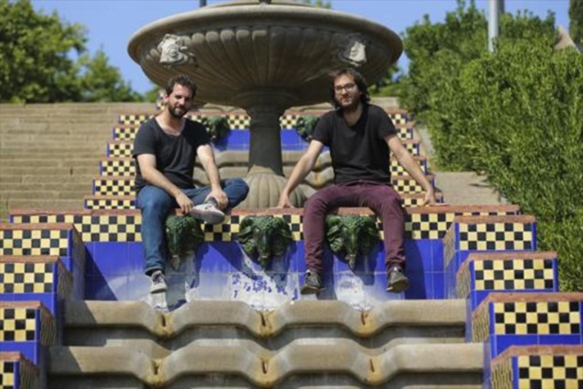 Miquel (izquierda) y Jordi Valls, en las escalinatas diseñadas por Jean-Claude Nicolas Forestier en Montjuïc.