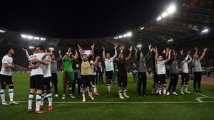 Los jugadores del Liverpool celebran el pase a la final.