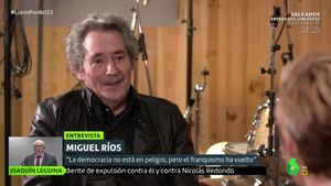 Miguel Ríos con Cristina Pardo en 'Liarla Pardo'.