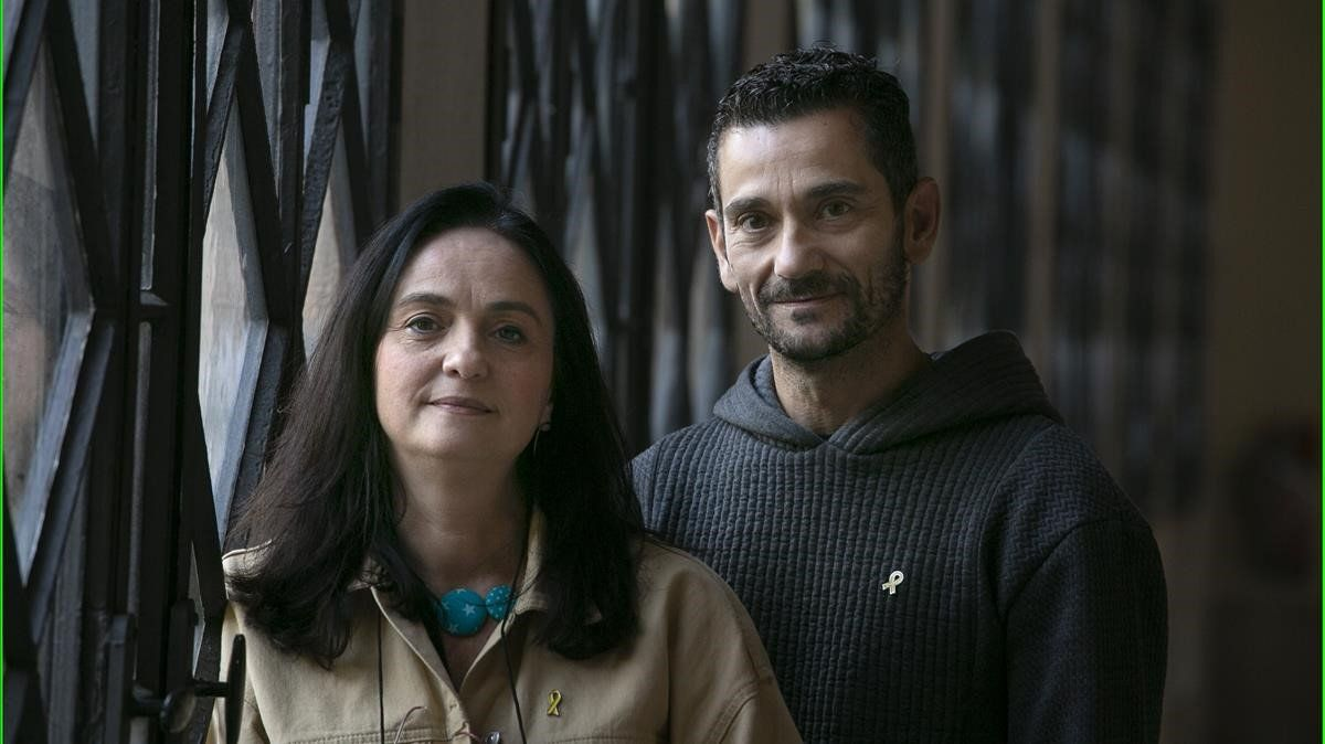 Violeta Quiroga y David Rodríguez, fotografiados en el campus central de la Universitat de Barcelona.