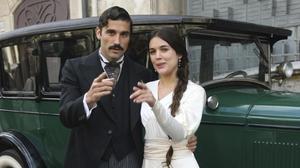 Los actores Álex Garcia y Adriana Ugarte, protagonistas de la miniserie de TV-3 'Habitacions tancades'.