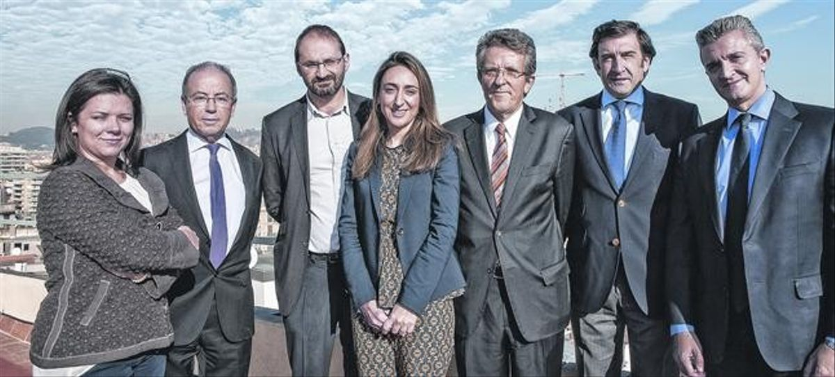 D'esquerra a dreta: Sara Pizzinato, Javier Martín, Joan Herrera, Mónica Chao, Àngel Pes, José López Tafall i Juan Ramón Meléndez.