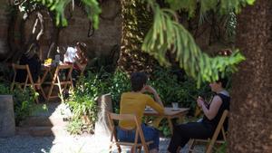 El jardín de BarCentral, de la librería La Central del Raval.