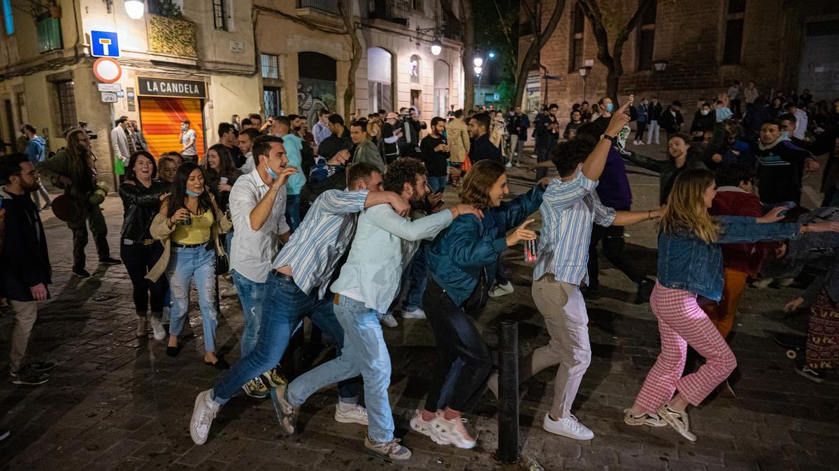 Torna el 'botellon' a Barcelona, un error garrafal