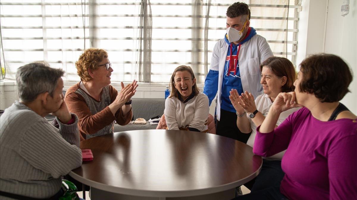 Residencias de discapacitados y salud mental, abandonadas por el Govern durante la pandemia