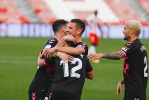 Los jugadores del Sabadell, tras marcar al Almería.