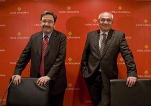 Narcís Serra (izquierda), presidente de Catalunya Caixa, y Adolf Todó, director general, en una imagen del 2009.