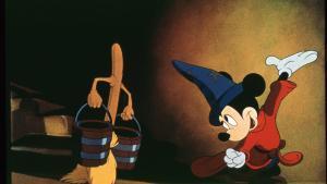 Mickey Mouse protagoniza la escena más popular,El aprendíz de brujo, con música de Paul Dukas.