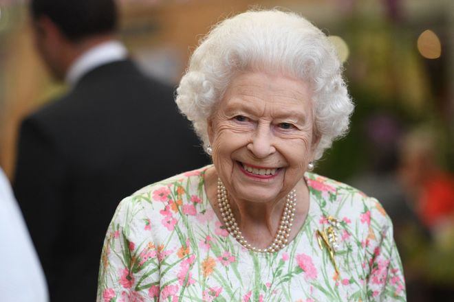 """Isabel II de Inglaterra pasa una noche en el hospital """"por precaución"""""""