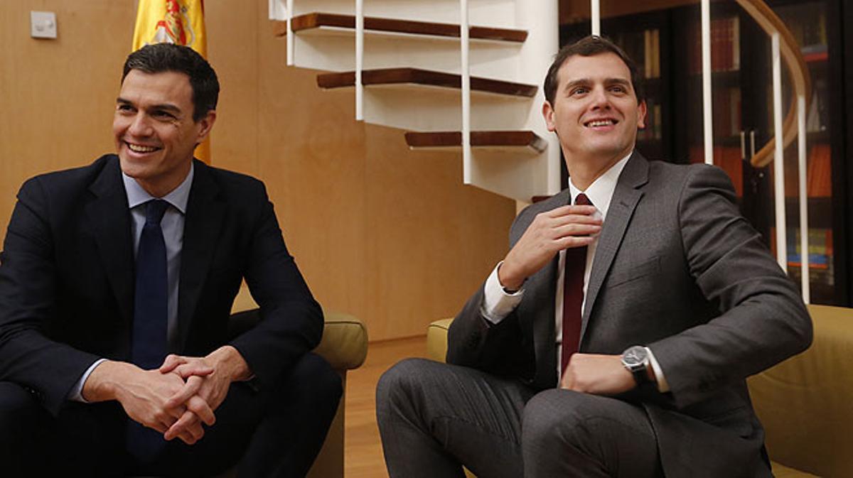 Pedro Sánchez, en diciembre del 2015: Rivera tendrás 20 años menos pero eres la misma derecha que el PP.