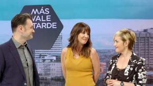 Iñaki López, Mamen Mendizábal y Cristina Pardo, en 'Más vale tarde'.