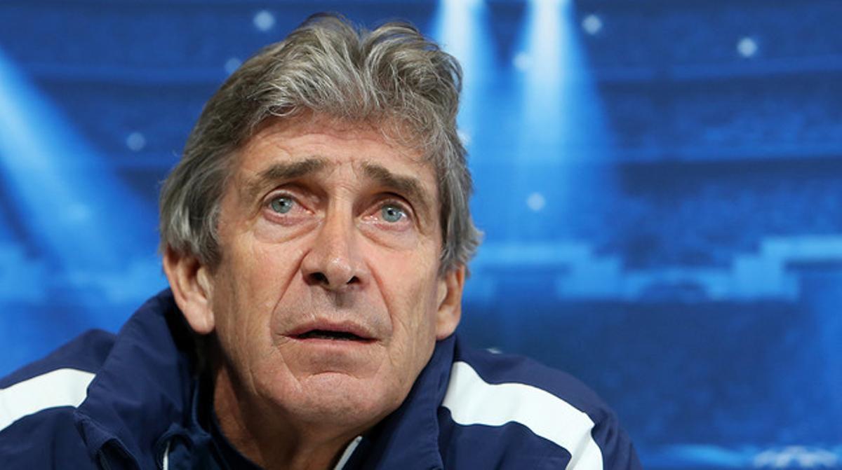 Manuel Pellegrini, entrenador del City, durante la rueda de prensa previa al partido contra en Barça de octavos de la Champions en Manchester.