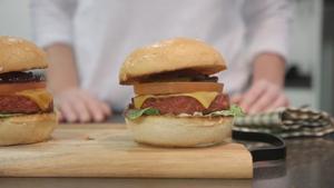 Nestlé lanza en España su hamburguesa 100% vegetal.