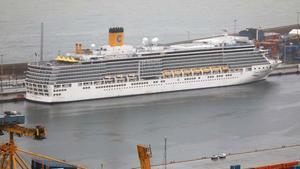 Fin del viaje: los cruceristas del 'Costa Deliziosa' desembarcan en Barcelona