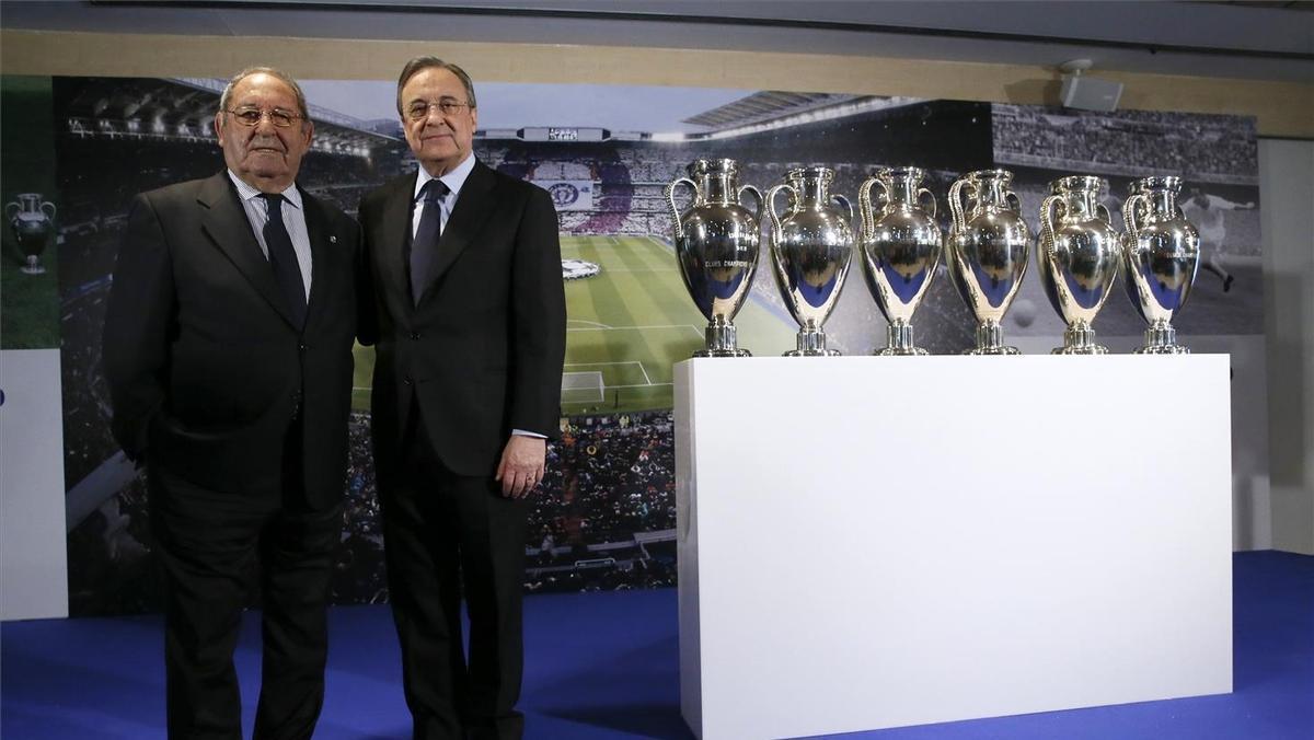 Paco Gento y Florentino Pérez, con las seis Copas de Europa ganadas por el exfutbolista.