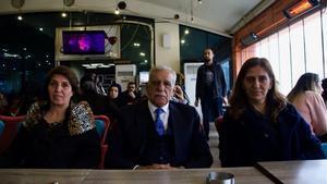 De izquierda a derecha, los candidatos a la alcaldía de la provincia de Mardin Figen Altindagy Ahmet Türk, y Fatma Yilmaz, aspirante a la alcaldía del distrito central de Mardin.