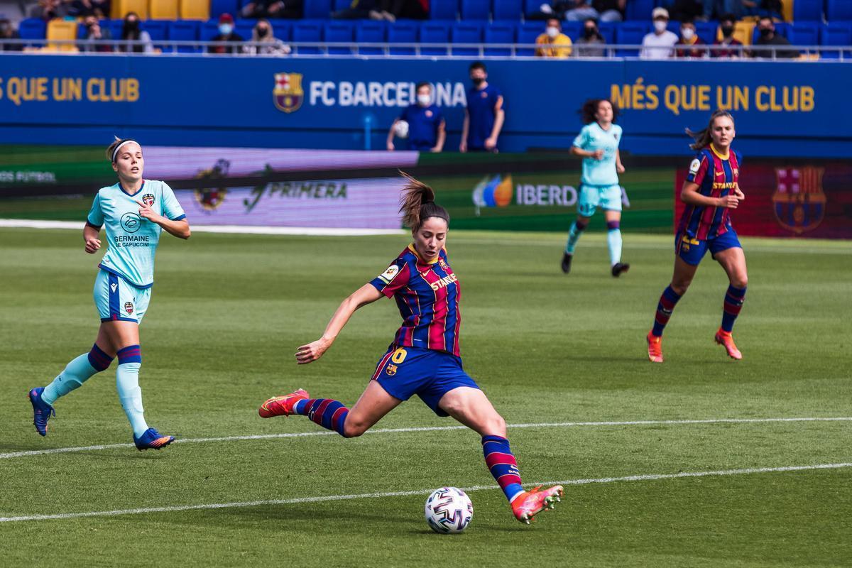 El Barça goleja el Llevant i acaricia el títol de Lliga