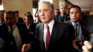 El expresidente Álvaro Uribe, tras retirarse del debate en el Congreso, el miércoles en Bogotá.