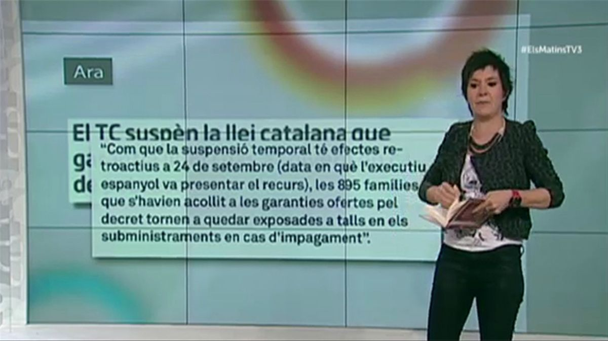 La escritora y periodista catalana Empar Moliner quemó ayer lunes ante las cámaras de televisión de TV-3.