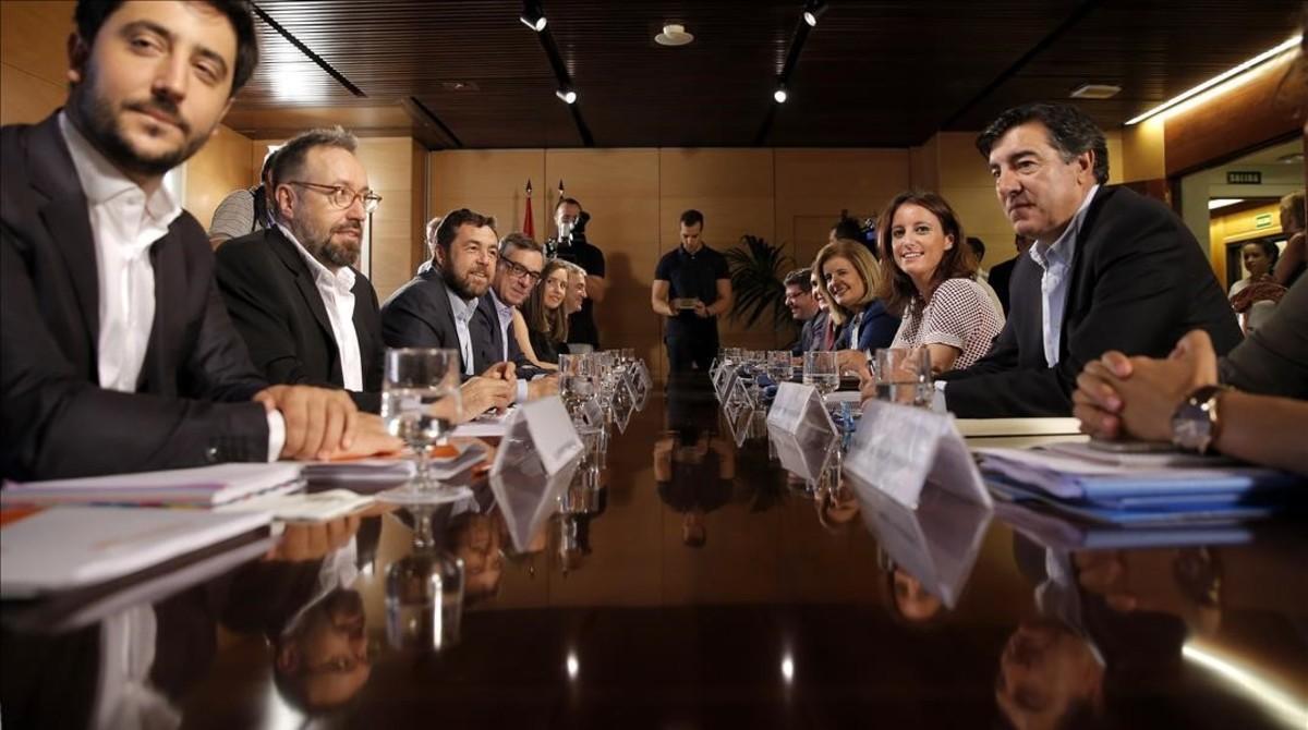 Reunion de los equipos negociadores del Partido Popular y de Ciudadanos en el Congreso de los Diputados.