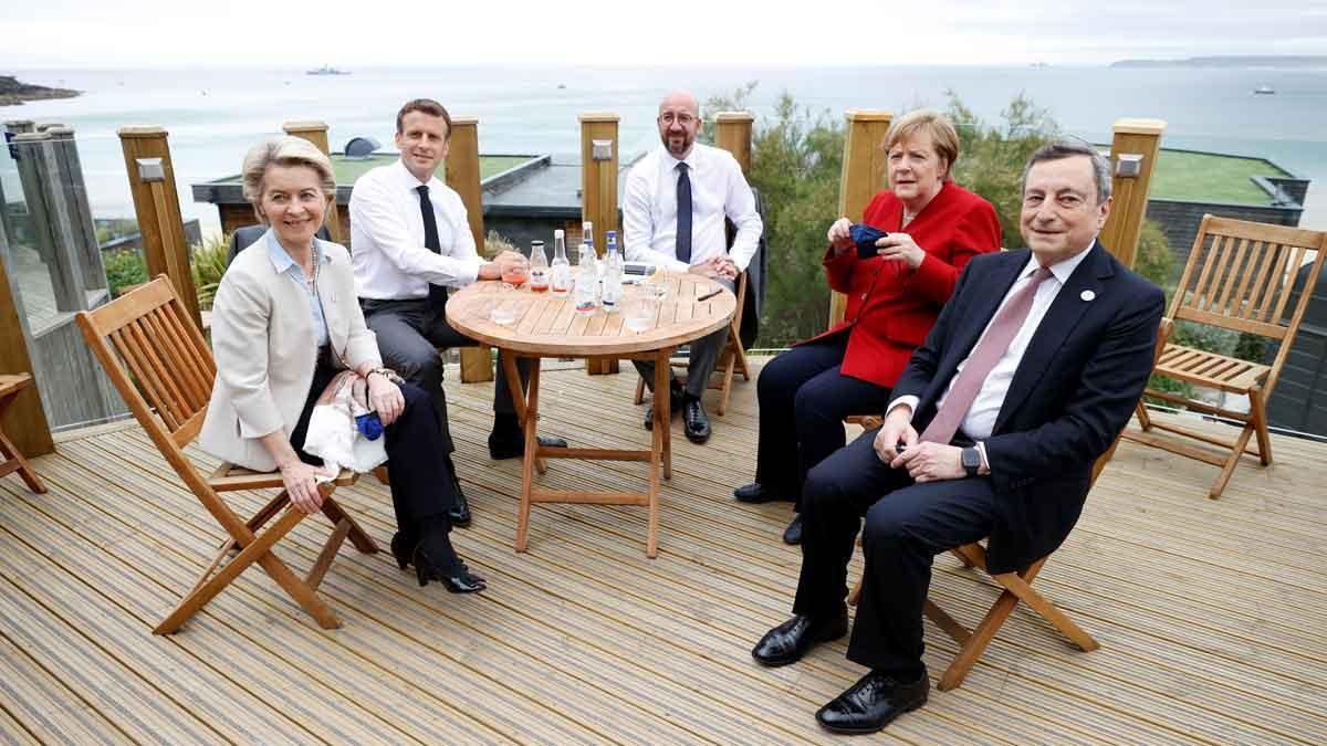 De izquierda a derecha, la presidenta de la CE, Ursula Von der Leyen, el presidente de Francia, Emmanuel Macron, el presidente de la CE, Charles Michel, la cancillera alemana, Angela Merkel, y el primer ministro de Italia, Mario Draghi, en el marco del G-7 em Carbis Bay (sur de Inglaterra).