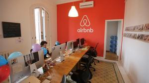 """Competència acusa Hisenda d'imposar obligacions """"desproporcionades"""" a Airbnb"""