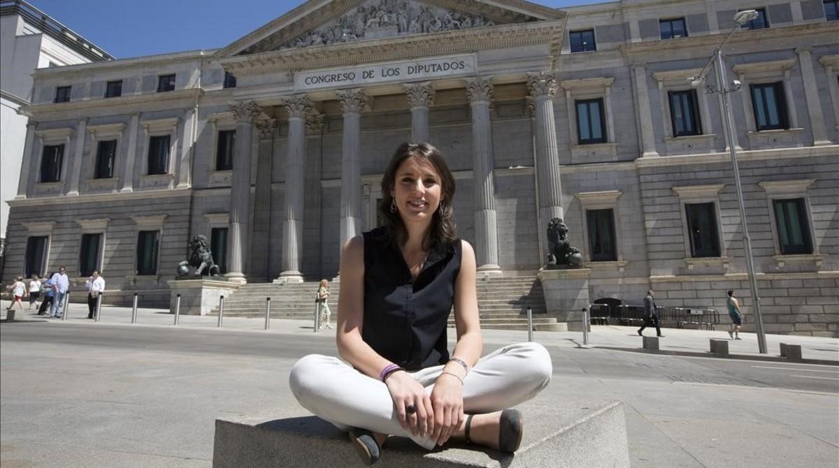 Irene Montero, frente al Congreso de los Diputados, en Madrid.