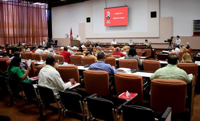 El Partido Comunista cubano pasa página a la larga era de los Castro
