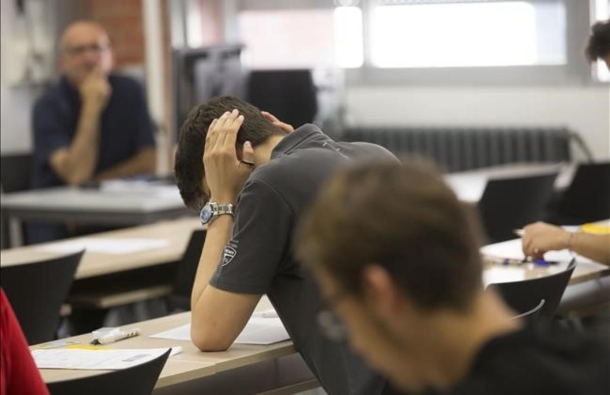 Aspecto de una de las aulas del Campus Nord de la UPC durante un examende selectividad del pasado junio.