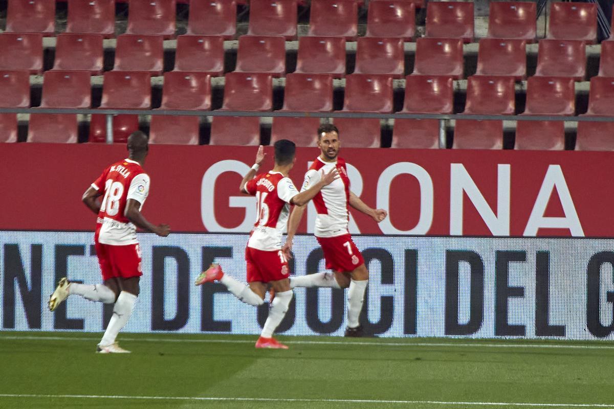 Los jugadores del Girona celebran el primer tanto ante el Zaragoza.