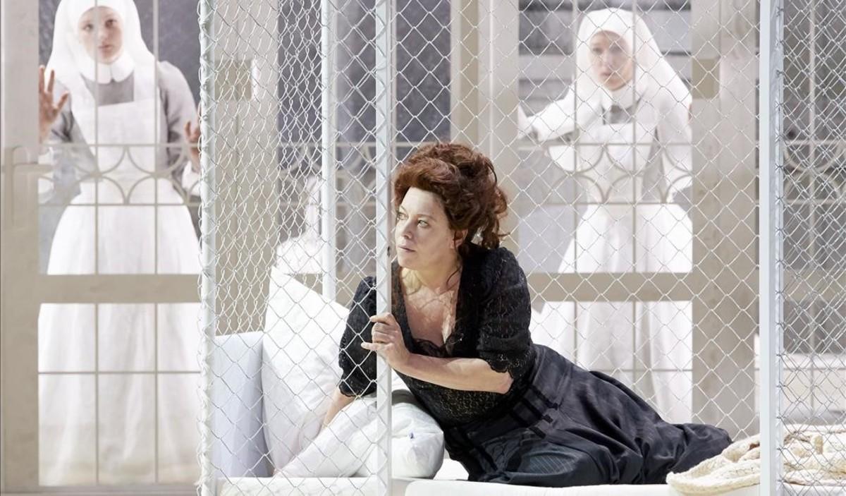 La soprano Nina Stemme (Kundry), en 'Parsifal', de Richard Wagner, en una nueva puesta en escena de Alvis Hermanis para la Ópera Estatal de Viena.