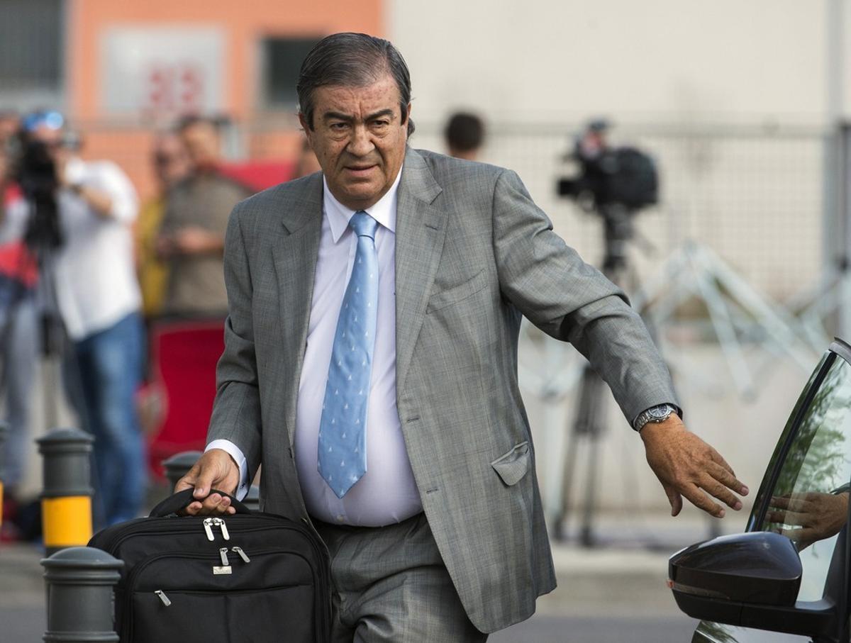 El exdirigente del PPy exvicepresidente del Gobierno Francisco Alvarez-Cascosa su llegada a la sede de la Audiencia Nacional para declarar en el juicio de la Gürtel.