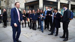 Dimiteix el ministre de Sanitat britànic per trencar les normes anti-Covid