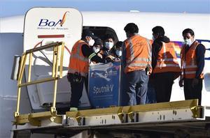 Llegada de la vacuna rusa al aeropuerto boliviano de El _Alto, en La Paz.